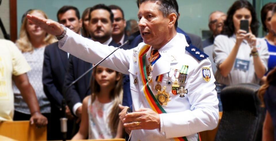Capitão Assumção volta a desafiar a Justiça e é obrigado a retirar do ar mensagens ofensivas contra o governador